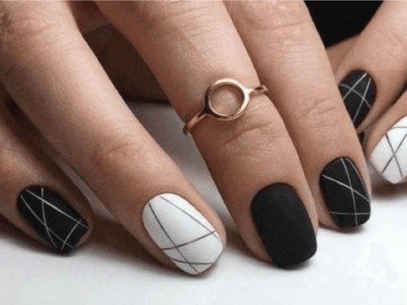 manicura mate blanco y negro