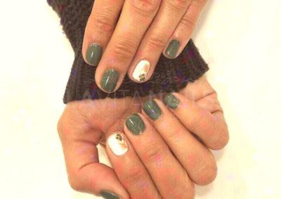 manicura-verde-detalles-blancos