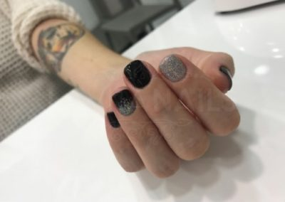manicura-zaragoza-la-vita-nails-negra-purpurina