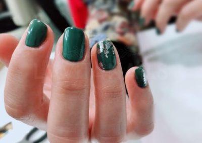 manicura-zaragoza-la-vita-nails-verde-plateado
